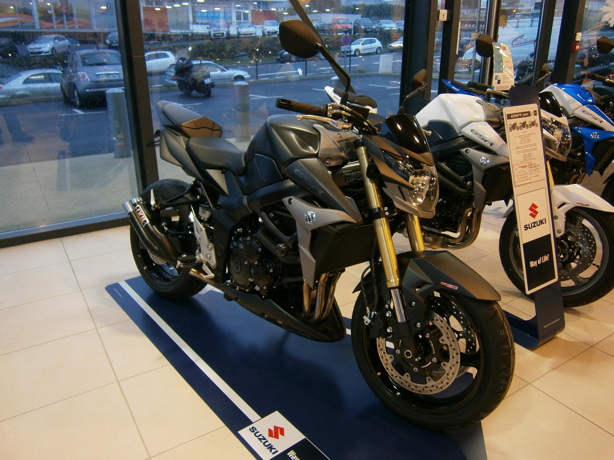 Suzuki gsr 750 full black concessionnaire moto et for Acheter neuve
